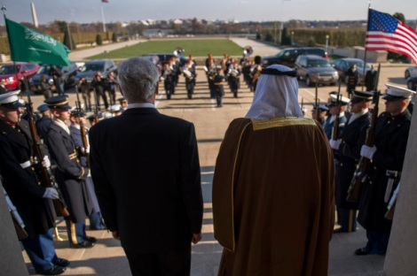 The US Secretary of Defense meets with the Minister of the National Guard of Saudi Arabia in Washington DC (21/11/14). Photo:  Adrian Cadiz